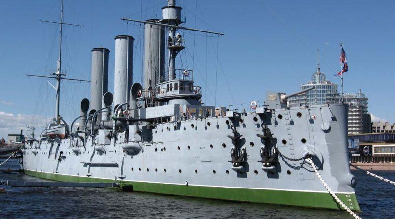 Зачем и куда стреляет крейсер «Аврора»?