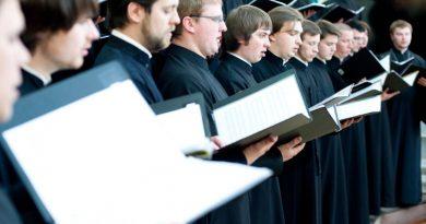 В Германии девочку не приняли в хор мальчиков. Мама подала в суд