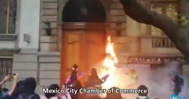 Мексика: феміністки атакували катедру
