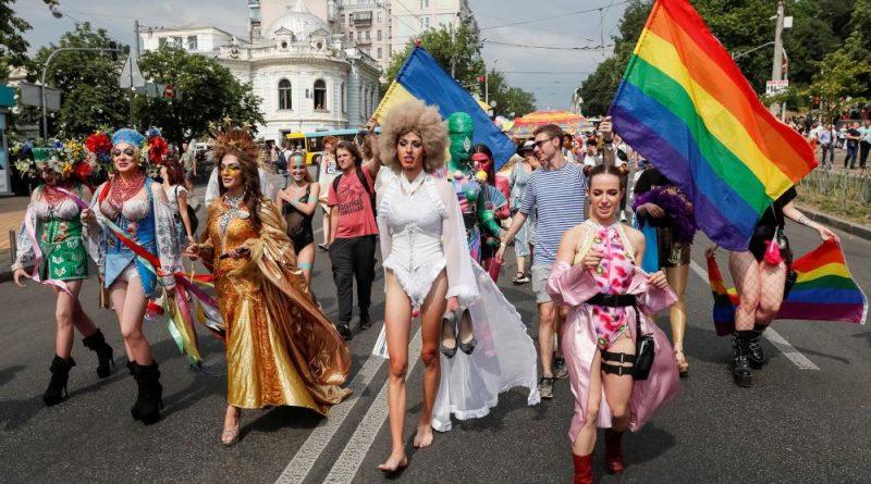 8 років тюрми віруючим за мітинги проти гейпараду та колективну критику ЛГБТ. Усі подробиці скандального законопроекту №3316